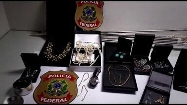 Justiça investiga joias compradas por Sérgio Cabral e a mulher dele - Eles compraram quase R$ 7 milhões em joias. E pagaram com dinheiro vivo, ao longo dos dois mandatos de Cabral.