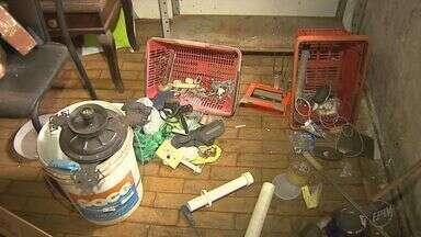 Morador de rua é preso depois de invadir uma casa na Avenida Caramuru em Ribeirão - Vítima afirma que homem chegou a tomar banho em sua residência e deixou as próprias roupas jogadas no local.
