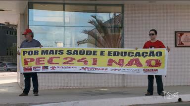 Professores da UFMA entram em greve em São Luís - Continuam os protestos contra os cortes no orçamento da UFMA e a proposta de Emenda Constitucional que propõe teto para os investimentos com educação.