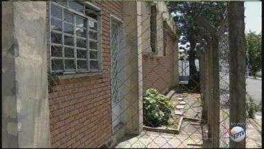 Prédio abandonado da antiga Telesp preocupa os moradores de Rio Claro - População afirma que andarilhos e usuários de drogas frequentam o local e isso causa insegurança.