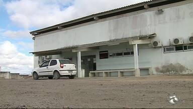 Defesa Civil determina fechamento do IML de Caruaru por falta de estrutura - Na última terça-feira (22) parte do teto do IML caiu devido a uma ventania.
