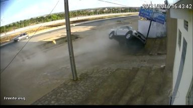 Acusado de roubo de carro é perseguido e preso na Paraíba - O homem, que fugia da Polícia Rodoviária Federal, acabou se envolvendo em um acidente,em Mamanguape e, mesmo assim, tentou fugir. A PRF capturou o homem enquanto ele tentava atravessar a BR.