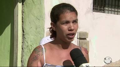 Jovem é morto com cinco tiros após reagir a assalto em Caruaru - Vítima estava dentro do estabelecimento comercial dela quando foi morta.