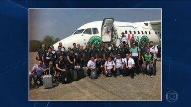Avião com time da Chapecoense cai na Colômbia e mata 71 pessoas - Dezenove eram jogadores da Chapecoense, que iria disputar, pela 1ª vez, a final da Copa Sul-Americana. Jornalistas também estão entre os mortos.