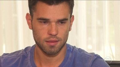 Filho do técnico da Chapecoense não conseguiu embarcar em São Paulo - Matheus Saroli disse que só não viajou com o pai, Caio Júnior, para a Colômbia porque estava sem o passaporte e sem a identidade.