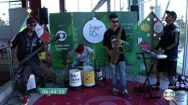 Arte na Rua tem apresentação especial de Natal - O 'Arte na Rua' é uma iniciativa da Globo que valoriza o espaço público como o maior e mais democrático de todos os palcos, levando cultura e entretenimento gratuitos para São Paulo e Grande SP. A programação começou no dia 1º e vai até o dia 17 de dezembro.