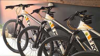 Polícia Militar usa bicicletas para patrulhar o centro de Londrina - Segundo a PM, a bicicleta pode dar mais agilidade para andar em lugares como o calçadão.