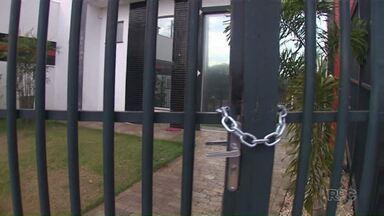 Dona de buffet que não atendeu contrato com famílias de Maringá está desaparecida - O caso foi há um mês, as famílias dizem que pagaram pelo serviço mas no dia contratado o local estava fechado