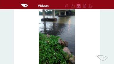 Parceiro do ESTV flagra esgoto saindo por galeria pluvial na Serra - Cesan informou que Nova Almeida tem sistema de esgotamento sanitário e que o vazamento ocorre porque moradores fizeram a ligação indevida de esgoto na rede de água da chuva.
