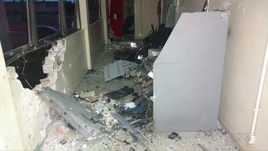 Bandidos explodem caixa eletrônico de dentro do Fórum de Ponta Grossa - Expediente seria interno hoje.
