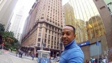 Hoje é dia de sair sozinho: VOCÊ E O MUNDO - Alexandre Henderson viaja sozinho a São Paulo, como um turista, e é desafiado a encontrar 3 pontos turísticos sem consultar o GPS, só coma a ajuda de desconhecidos nas ruas.