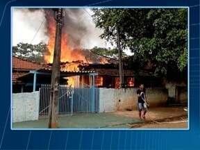 Incêndio consome residência em Presidente Venceslau - Residência está localizada na Vila Sumaré.