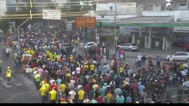 Presidente e vice de associação de PMs são presos - Eles desobedeceram ordem judicial. Policiais e bombeiros militares fizeram passeata.