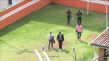 Prefeito de Embu das Artes (SP) tem prisão decretada - Polícia fez buscas, mas não encontrou Ney Santos. Ele é acusado de associação para tráfico de drogas.