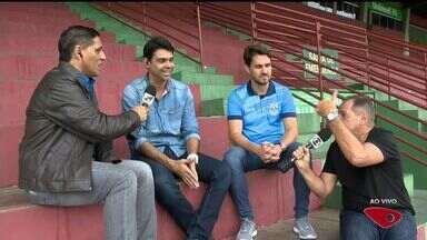 Craques do passado se reúnem em jogo beneficente em Cariacica, ES - Sávio trouxe Aldair, Gilberto e Romário para o jogo.