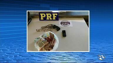 Ação apreende 45 impressoras e R$ 50 mil com trio em Garanhuns, PE - Trio e eletrônicos foram levados para a Delegacia de Polícia Civil, diz PRF.