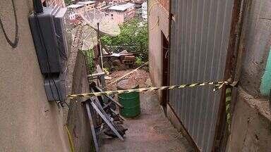 Casa é interditada após deslizamento de terra em Cachoeiro, ES - Os moradores tiveram que ir para casa de familiares.