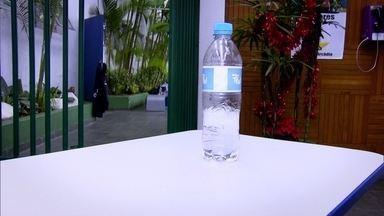 Conheça o desafio da garrafa, mania que se espalhou pelo Brasil inteiro - Em casas, ruas e escolas, a galera está arremessando garrafa de água. Iberê Thenório, do Manual do Mundo, vira Repórter por 1 Dia e investiga a febre.