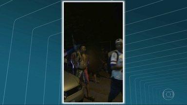 Troca de tiros deixa dois mortos e um ferido na Vila Kennedy - Dois suspeitos morreram e um ficou ferido durante troca de tiros com PMs em operação na Vila Kennedy, Bangu, nesta segunda-feira (12).
