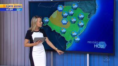 Tempo: chuva avança ao longo desta terça-feira (13) no RS - Depois de calor, temperaturas devem diminuir.