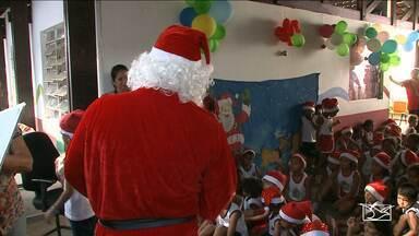 Crianças recebem presentes do 'Papai Noel dos Correios' no Maranhão - Crianças recebem presentes do 'Papai Noel dos Correios' no Maranhão