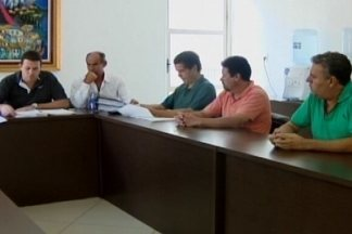 Situação do transporte coletivo é discutida na Câmara de Divinópolis - Abaixo-assinado foi levado ao Legislativo contra falta de cobradores. Responsável por consórcio deverá ser ouvido pelos vereadores.