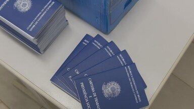 Aumentou a procura por emissão de carteiras de trabalho, em Ariquemes - Muitas pessoas procuram emitir o documento em buscas de vagas temporárias no final de ano.