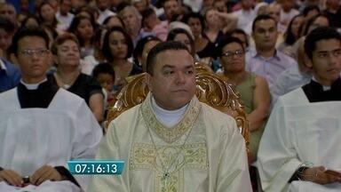 Primeiro bispo nascido em MS é ordenado - A semana começou com celebração para os católicos de Mato Grosso do Sul. É que foi ordenado nesta segunda-feira o primeiro bispo nascido no estado. Edmilson Canavarros, que foi designado para Manaus.
