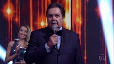 Começa o Melhores do Ano 2016 e Faustão anuncia primeiro prêmio - Primeira categoria da noite é Comédia