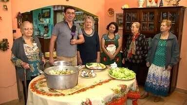 Uma delicia de arroz com frango - A família Ambiel não deixa faltar o arroz com frango na mesa. Marcão que não é bobo aproveitou para 'filar uma bóia' nessavéspera de Natal, confere aí: