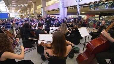 Auto de Natal atrai olhares e ouvintes no Aeroporto em Confins - Apresentação reuniu sensibilidade e emoção