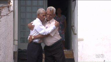 """Reencontro é presentão de Natal para irmãos - Graças a uma ajudinha do quadro """"desaparecidos"""" os irmãos se reencontraram depois de 50 anos."""