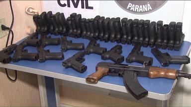 Polícia apreende armas e munição na fronteira - Pooliciais da divisão estadual de narcóticos, o Denarc, fizeram uma grande apreensão de munição e armas, em Foz.