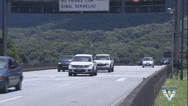 Estradas de acesso à Baixada Santista tem movimento na véspera de Natal - Muitas pessoas desceram a serra neste feriado.