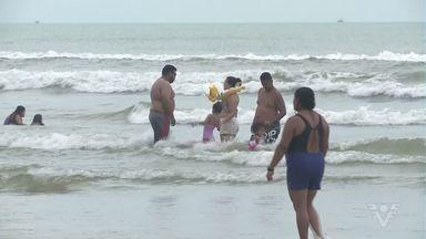 Turistas aproveitam o Natal nas praias de Ilha Comprida - Muitos irão emendar temporadas de verão na cidade.