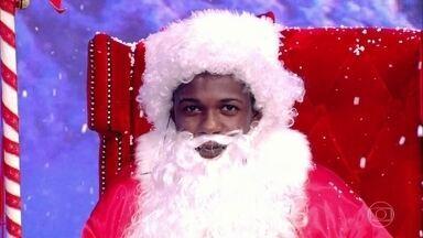 Técnico de refrigeração tira uma foto e é surpreendido! - No 'Caldeirão da fama', Diogo se tornou o Papai Noel mais famoso do Brasil