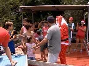Crianças ribeirinhas recebem presentes de Natal - Ação foi realizada em Rosana.