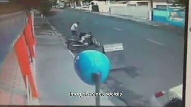 Comerciante sofre fratura na perna após ser atropelado em Pedreira, SP - Acidente ocorreu na manhã deste sábado (24), no Centro.