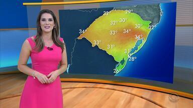 Tempo: domigo de Natal deve começar abafado no RS - Avanço de frente fria pode provocar pancadas de chuva em todas as regiões.