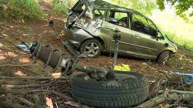 Casal fica ferido em acidente de carro em Itapemirim, ES - Acidente foi na BR 101.