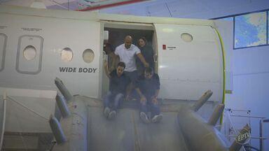 Especialistas dão orientações para viagens de avião sem incômodos - É possível viajar sem temer a turbulência e fugir do mal estar.