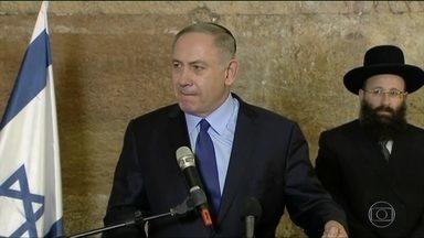 Primeiro-ministro de Israel convoca embaixador americano contra abstenção na ONU - Benjamin Netanyahu, primeiro-ministro israelense, convocou o embaixador dos Estados Unidos em Telaviv para protestar contra a abstenção americana na em votação no Conselho de Segurança das Nações Unidas.