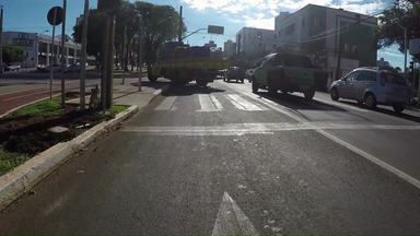 Motoristas estão confusos com mudanças na Avenida Brasil - Muitos fazer conversão à esquerda sem saber que não pode.