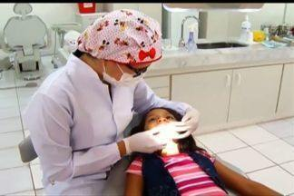 Hábito de chupar dedo prejudica a dentição e pode até deformar ossos da face - Saiba os prejuízos do hábito de chupar dedo e chupeta na infância.