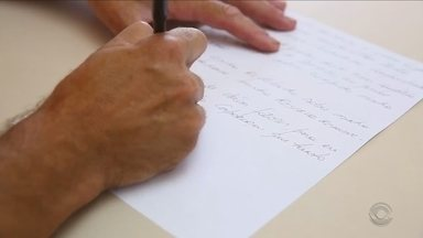Cartas de seis pessoas a desconhecidos são entregues e trazem surpresa no fim do ano - Cartas de seis pessoas a desconhecidos são entregues e trazem surpresa no fim do ano