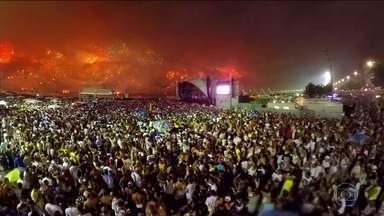 Veja os fogos do Réveillon de Copacabana em 360° - Quer ver o maior Réveillon do Brasil de todos os ângulos? O site do Fantástico tem uma atração especial: a queima de fogos em Copacabana em 360°.