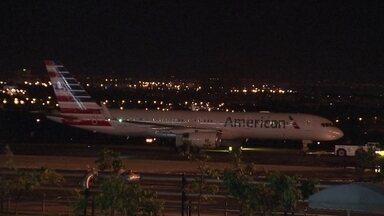 Passageiros conseguem embarcar para Miami após 17 horas - O voo estava marcado para a noite desta segunda-feira (2), mas só saiu na terça (3).