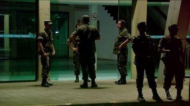 Força Nacional chega para reforçar segurança nos presídios de AM e RR - Amazonas e Roraima começaram a receber homens da Força Nacional de Segurança. São 100 para cada estado. Essa é parte da ajuda do Governo Federal para tentar conter o caos penitenciário.
