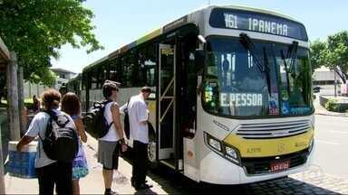 Secretário Municipal de Transportes se reúne com empresários de ônibus - O Secretário Municipal de Transportes, Fernando Mac Dowell está reunido com empresários de ônibus. A reunião acontece um dia após da Justiça manter a multa de 20 mil reais por dia à prefeitura para cada dia sem ônibus com ar condicionado.