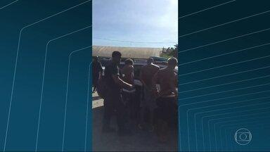 Policias civis fazem operação na Vila Keneddy - O objetivo era cumprir 20 mandados de apreensão contra menores envolvidos com o tráfico